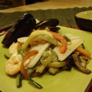 Gnocchi di riso con pesce e verdure.