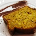 Servir avec du cacao en poudre