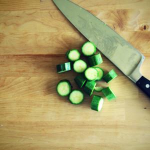 Zucchini für die Sauce