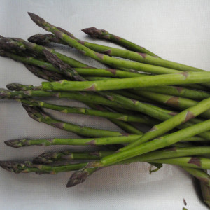 Rinse and peel off the asparagus