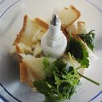 Mixer le pain de mie avec le persil et l'ail.