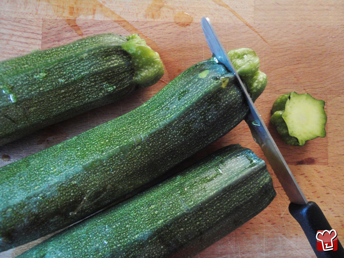 Peel the courgettes