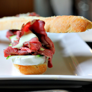Mini baguette with mozzarella, courgette and roast beef