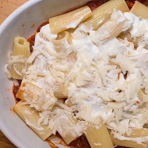 Versare il parmigiano